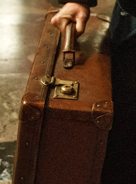 Scamander's_suitcase.png